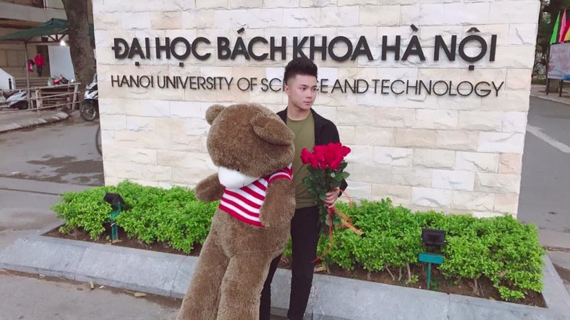 hot boy ôm gấu và hoa1