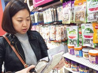 """""""Choáng"""" trước giá thức ăn cho thú cưng"""