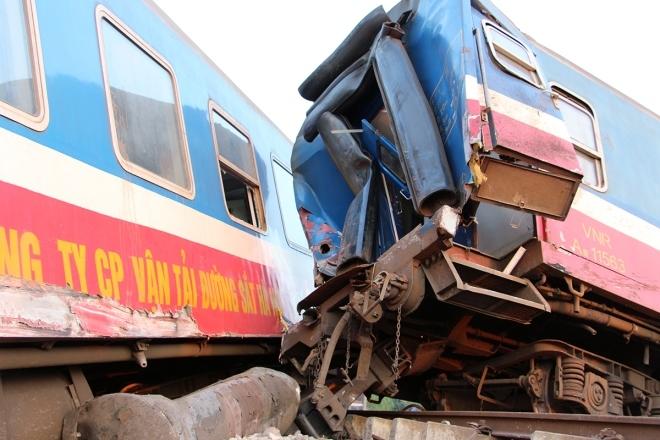 tai nạn lật tàu SE2 ở Huế 2