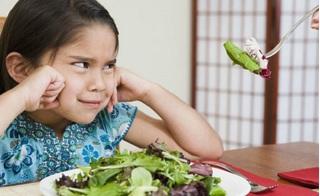 Tuyệt chiêu giúp bố mẹ không cần nài ép vẫn khiến trẻ ăn rau thun thút