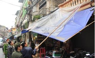 Hà Nội ra quân, xử lý hàng loạt vi phạm lấn chiếm vỉa hè trên phố cổ
