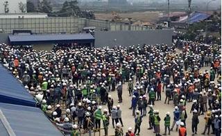 Xô xát với bảo vệ, hàng nghìn công nhân quây nhà máy Samsung Bắc Ninh