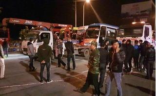 Lên cao tốc phản đối điều chuyển tuyến, hàng trăm xe khách bị cẩu đi trong đêm