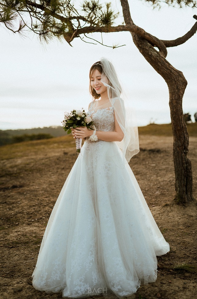 Hot girl Tú Linh MU lấy chồng 14