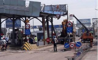 Đồng Nai: Liên tiếp bị xe ô tô đâm sập, trạm thu phí tạm đóng để sửa chữa