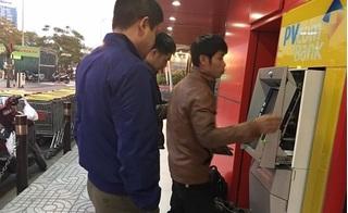 Hà Nội: Người dân giật mình khi rút tiền cây ATM nhả ra toàn giấy in 500.000 đồng