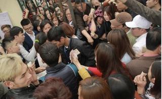 Clip hàng trăm người la hét, đòi lại tiền vé lễ hội Hoa hồng