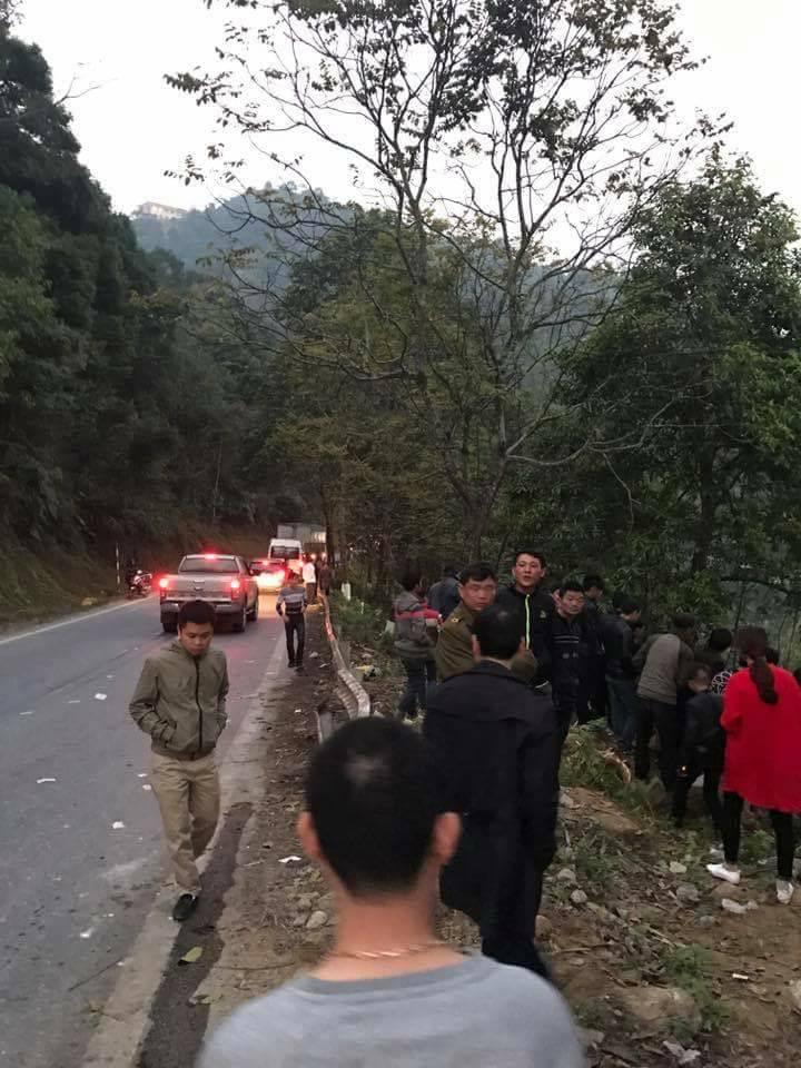 Lật xe khách 14 người bị thương 1
