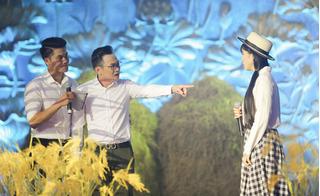 """MC Phương Hiếu """"giáo huấn"""" Lê Phương trên sân khấu"""