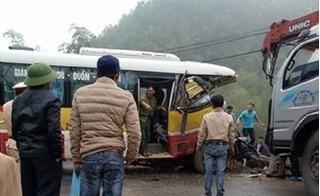 Thái Nguyên: Xe buýt tông trực diện xe tải, gần 10 người thương vong