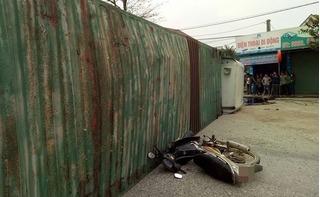 Container phanh gấp, thùng xe đè trúng người đi đường
