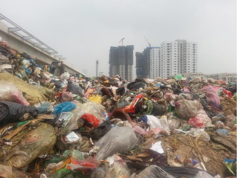 núi rác thải