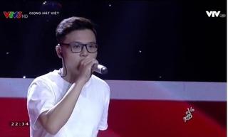 Chùm ảnh đời thường siêu điển trai của chàng shipper đi thi  Giọng hát Việt