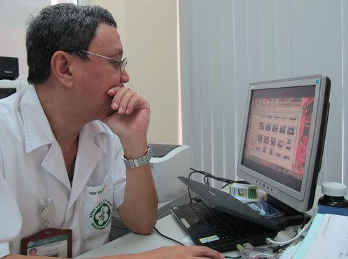 PGS Đỗ Quốc Hùng, nguyên trưởng phòng C7, Viện Tim mạch Quốc gia (Hà Nội). Ảnh: Nam Phương.