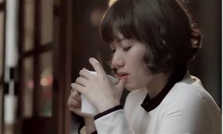 Thùy Chi bị fan cuồng cưỡng hôn khi đang biểu diễn