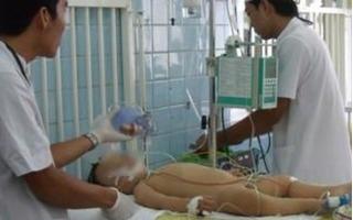 Mẹ lặng người nhìn con 17 tháng chết trong xô nước chỉ vì không biết động tác sơ cứu này