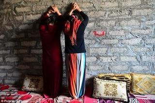 Nô lệ tình dục ghê tởm kể lại chuyện giường chiếu của phiến quân IS