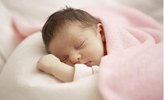 3 kiểu chăm sóc bé sơ sinh nguy hiểm tới tính mạng vì thói quen sai lầm của cha mẹ