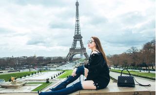 Ngọc Trinh diện trang phục... lạ đời chụp ảnh trên đất Pháp