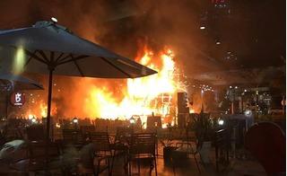 Diễn viên múa lửa, sân khấu ra mắt phim ''Kong: Skull Island'' bị cháy rụi hoàn toàn