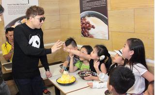 Trấn Thành, Trịnh Thăng Bình vui đùa cùng các bé Biệt tài tí hon
