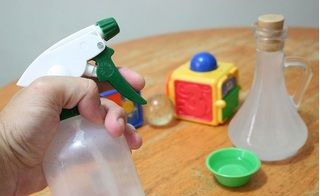 Bao lâu thì nên vệ sinh đồ chơi cho trẻ và làm thế nào để vừa sạch sẽ lại an toàn?