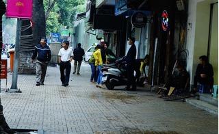 Hà Nội: Người dân thích thú dạo bước sau buổi sáng... dẹp loạn vỉa hè