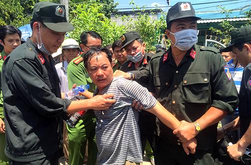 Trưởng phòng Tư pháp bị đâm 2