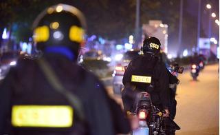 Vi phạm giao thông bị dừng xe, hung hăng lấy gậy sắt tấn công cảnh sát cơ động
