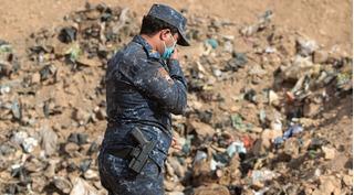 300 thủ lĩnh IS chạy bán xới, lộ ra mồ chôn hàng trăm thi thể bị hành quyết