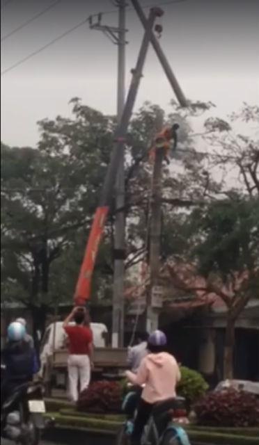 thợ điện bị điện cao thế giật