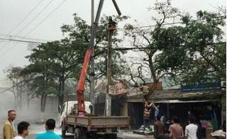 Kinh hoàng chứng kiến cảnh thợ điện thành ngọn đuốc sống vì bị điện cao thế phóng trúng