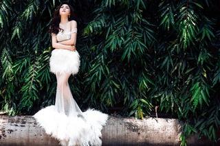 Bộ váy gây tranh cãi của Hương Tràm xuất hiện trong MV mới
