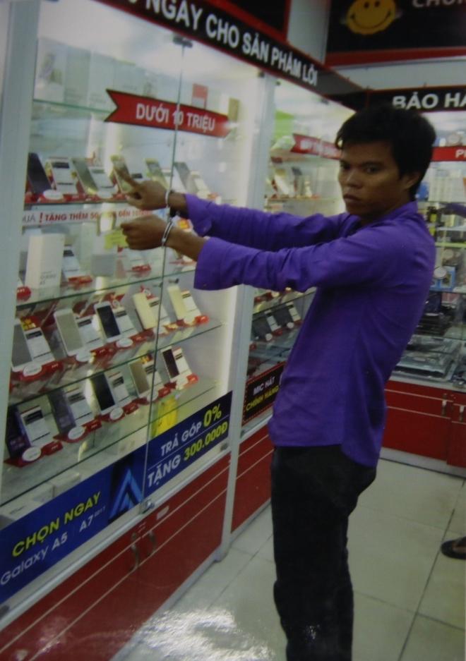 nhân viên FPT Shop trộm cắp tài sản 1