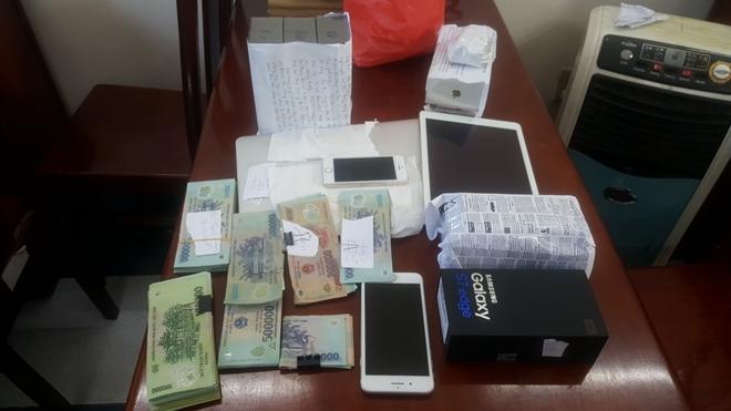 nhân viên FPT Shop trộm cắp tài sản 2