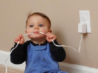 phòng tránh điện giật cho bé1