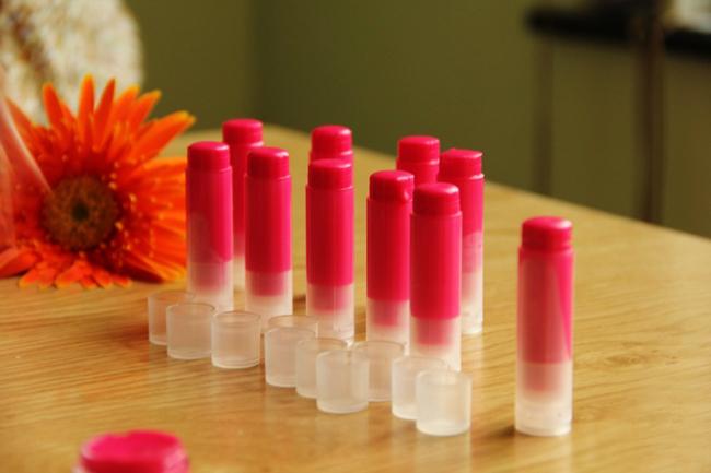 Son môi từ củ dền có thể sử dụng trong vòng 1 tháng