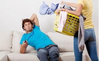 Đàn ông càng làm nhiều việc nhà, hôn nhân càng dễ đổ vỡ?