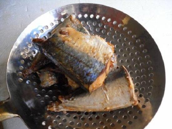 cá nục kho măng3