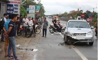 Hà Tĩnh: Đưa con đi học, 3 mẹ con bị ô tô húc thương vong