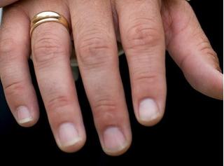 Đoán tính cách phụ nữ qua hình dáng móng tay