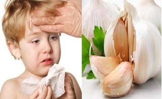 Nhà có trẻ nhỏ nhất định phải ủ sẵn ít nhất một củ tỏi trong bếp để bé luôn khỏe mạnh