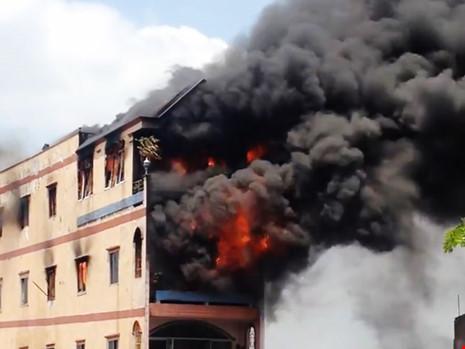 cháy nhà cạnh chợ Kim Biên