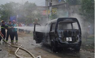 Thanh Hóa: Xe ô tô đang đỗ bên đường bất ngờ bốc cháy trơ khung
