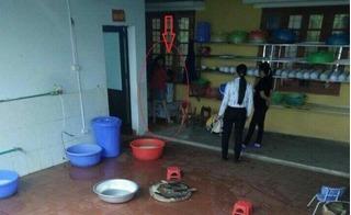Clip hiệu trưởng ở Lào Cai dốc ngược trẻ, thả vào máy vặt lông gà