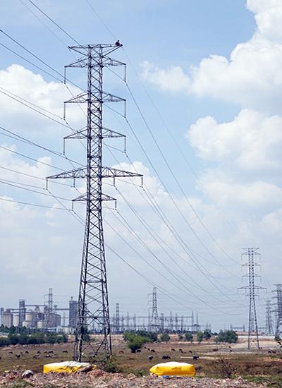 trèo lên cột điện cao thế