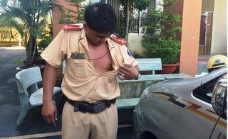 Thiếu phụ nhảy xổ vào bóp cổ, dọa cho CSGT đi tù vì bị bắt xe