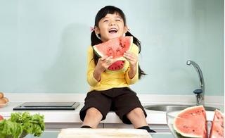Đây mới là cách cho trẻ ăn hoa quả theo tháng tuổi để hấp thụ 100% dinh dưỡng và lợi cho tiêu hoá
