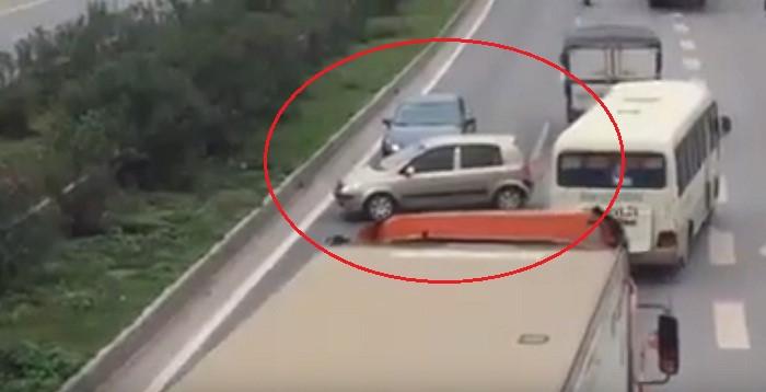 ô tô chạy ngược chiều
