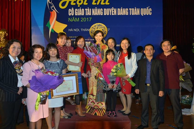 Cô giáo Phan Hồng Anh 2